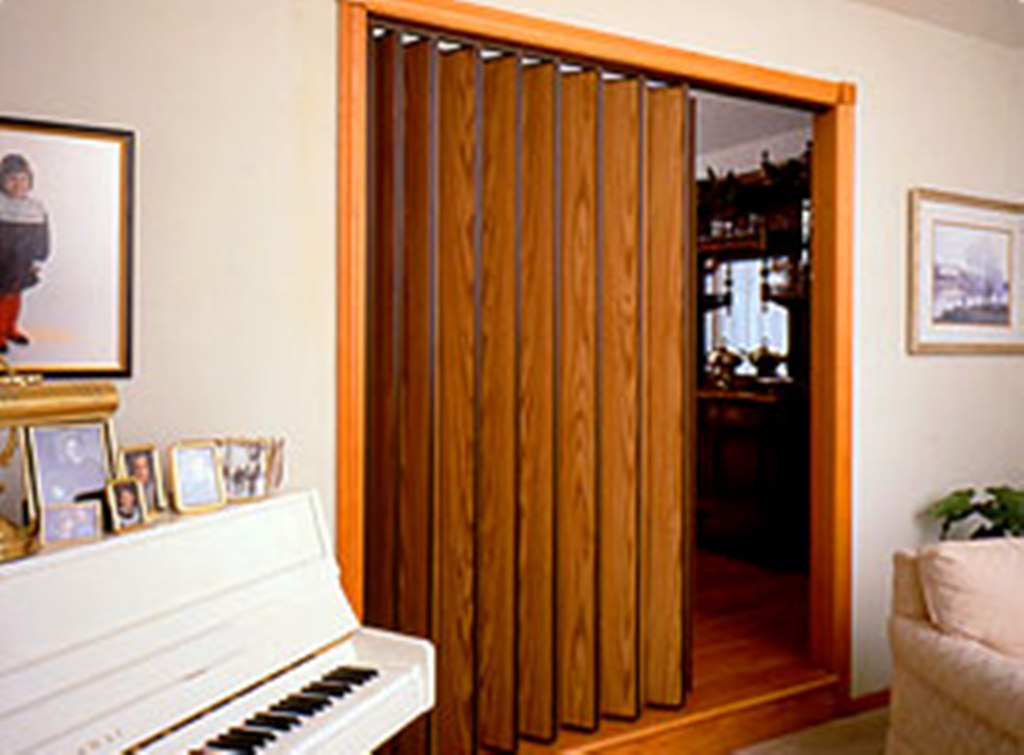 Accordion interior door 40 types woodfold accordion for Accordion doors